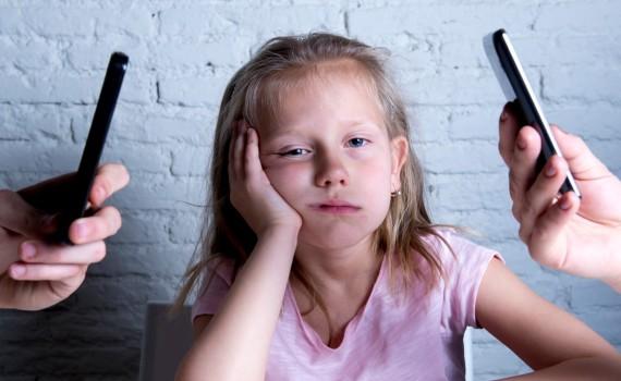pesquisa-aponta-83-das-crianas-se-sentem-trocadas-pelo-celular-e-56-querem-ser-um-01